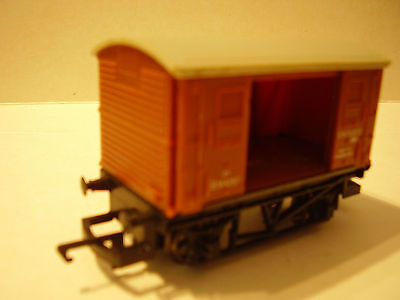 Hornby BR Ventilated Van 4 Wheel Wagon Brown