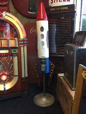 VERY RARE Saturn 2000 Coin Operated - Vending Machine -50's Red - White - Blue