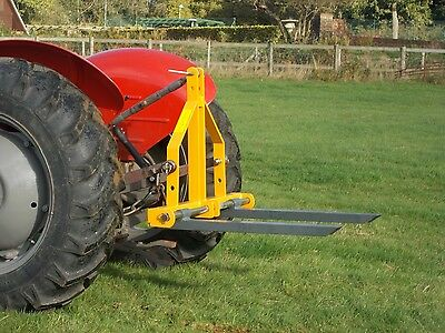Pallet Forks for Tractor 3 Point Linkage Mounted, Maximum Lift of 300kg - D300