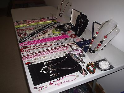 Lovely Large Job Lot Of Vintage & Costume Jewellery Necklaces Brooches Beads (L)