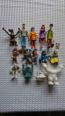 Scooby Doo 5 Articulated Larger Figures/5 Pirate Figures&gold/2 Monsters&outfit