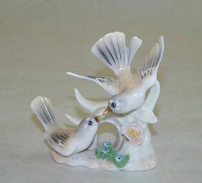 Vintage: ARDALT Lenwile China - Bird Figurine - ROBIN 6185