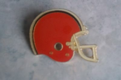 Cleveland Browns - Vintage Metal Helmet Badge. American Football. NFL. 1984.
