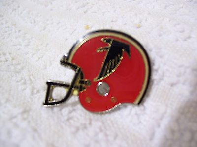 Atlanta Falcons - Vintage Metal Helmet Badge. American Footbal. NFL. 1984.