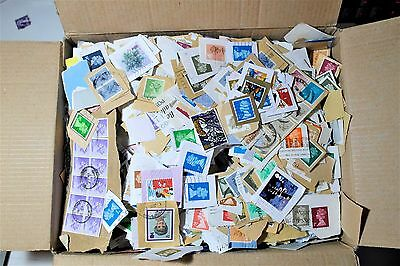 500+ Stamps GB CHARITY KILOWARE: Commems, Pre-Decimal, Modern, High Vals. (100g)