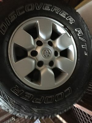 Toyota Hilux SR5 2009-2010 Genuine 15x7 Alloy wheels/rims with Tyres