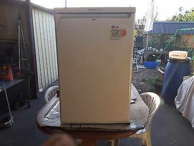 Lg white bar fridge got small freezer,got ice compartment,express cool,140 lt