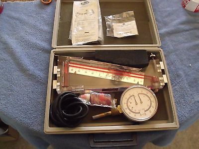 Dwyer Instruments  Portable manometers and case