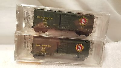 Micro trains N scale 2-pack Great Northern boxcars #20406-2