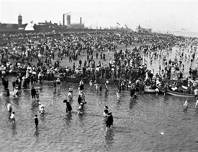 PHOTOGRAPHIC GLASS STEREO NEGATIVE CLEETHORPES BEACH SCENE c1900 LINCOLNSHIRE