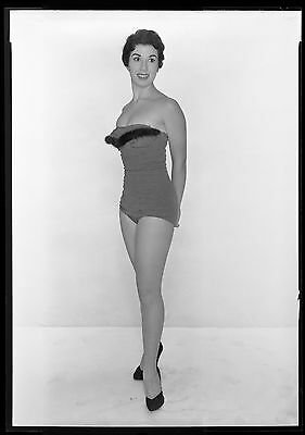 Sexy Pinup Girl models Swimsuit, Busty, Leggy 1950s Fashion 5x7 Negative 3467