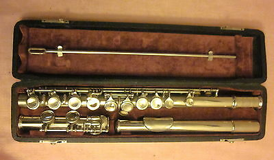 Vintage American Perfection Silverplated Bettoney flute with hard case