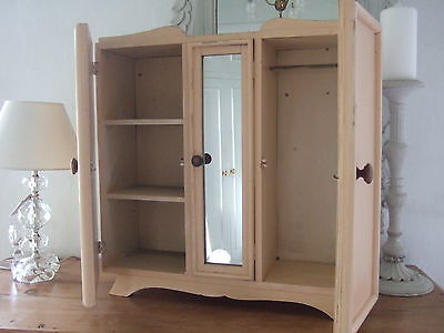 French Vintage Chic Mirrored Cabinet.