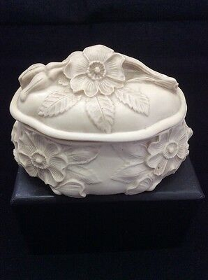 Lovely Pot Engraved With Flowers - Harmony Kingdom?