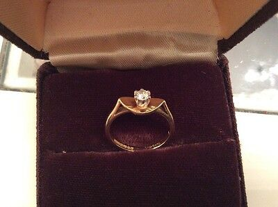 18ct Gold 1/4 Carat 0.25 Natural Diamond Solitaire Ring 2.9 Grams - size 6 -