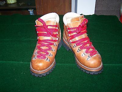VTG MOUNTAIN WALKERS LEATHER HIKING BOOTS USA WOMENS size 7