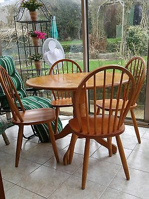 Round Hard Wood Oak Vaneer Dining Table with 4 Chairs