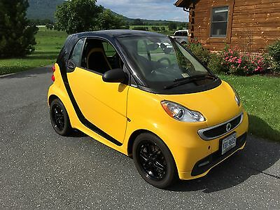 """2013 Smart Fortwo Passion City Edition 2013 Smart Car Special Yellow """"CityFlame"""" Edition Leather Seats Black Mag Wheels"""