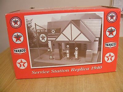 Taxaco Garage for 1/32 scale models - Mint & Boxed