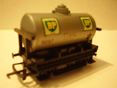Hornby BP 4 Wheel Tank Wagon Silver (1 of 2)