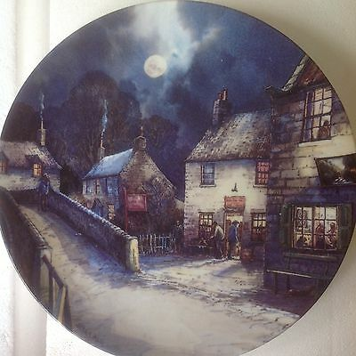 """WEDGWOOD PLATE THE VILLAGE BY THE MOONLIGHT """"The Welcome Inn"""""""