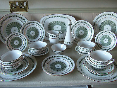 """Spode """"Provence"""" Four Setting Bone China Dinner Service.Y7843"""