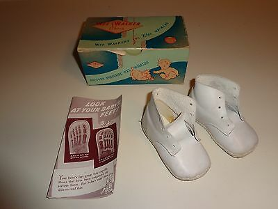 Vintage WEE WALKER Baby Shoes Circa 1941 And BOX