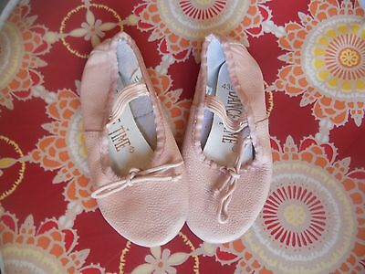 Dance Time Girls Peach/Off Pink Leather Ballet Flat Size Girl's 10 Excellent UC