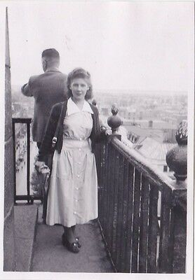 OLD PHOTO GLAMOUR YOUNG WOMAN MAN BALCONY FASHION 1950s OC500