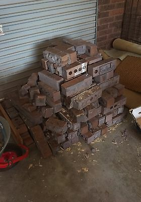 Brown bricks , aprox 100, 80_90% full size. Uncleaned