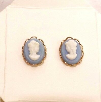 Small~Vintage~Dainty~Blue~White~Lucite~Cameo~Gold~Tone~Metal~Pierced~Earrings
