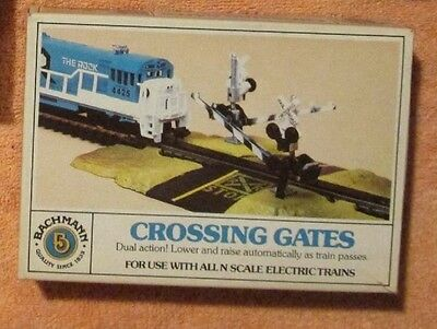 NOS 1 x BACHMANN Single Track Dual Level Crossing Automatic Lower & Raise