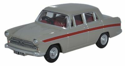 Oxford Diecast Austin Cambridge Armadillo Beige/Red 76ACF002 (OO Scale)