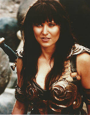 Xena  Warrior Princess 8 X 10 Photo With Ultra Pro Toploader