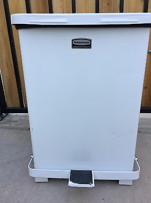 Rubbermaid Commercial FGQST7ERBWH Silent Defenders Steel Step Trash Can