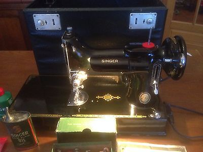 MACHINE A COUDRE SINGER 221K POIDS PLUME ( Featherweight )