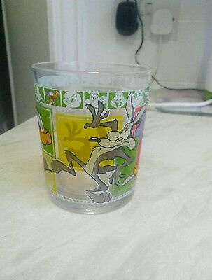 """Looney Tunes Wile E Coyote/Roadrunner 4"""" Glass"""