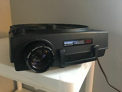 Kodak Carousel 600h Projector WITH EXTRA BULB and CARRYING CASE