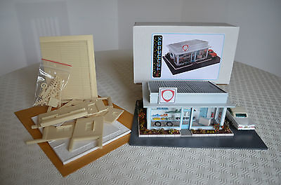 MAQUETTE DIORAMA - STATION SERVICE - TENNESSY (FRANCE) 1.43 éme
