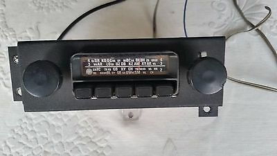 Vintage Holden am radio