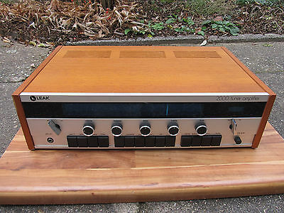 Vintage Leak  2000 Receiver in woodcase  fine condition
