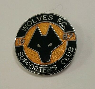 Wolverhampton Wanderers Rare   Enamel Badge Wolves Supporters Club 1987
