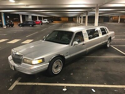 Ford Lincoln towncar limousine limo