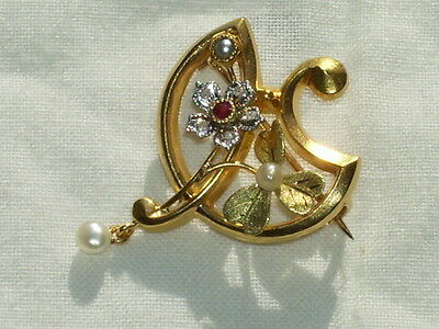 Broche Or 18 carats, brillants, rubis et perles de culture