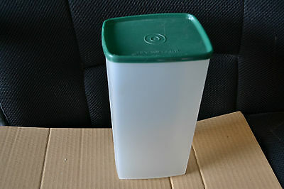 TUPPERWARE SQUARE ROUND LARGE CONTAINER (hunter green lid and clear base)