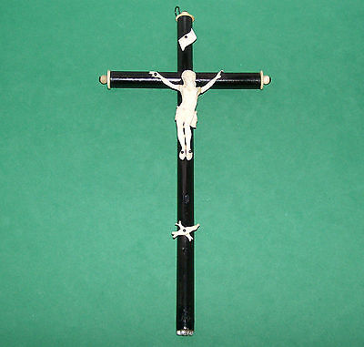 OLD VINTAGE RELIGIOUS CATHOLIC BLACK WOOD CRUCIFIX WITH PLASTIC PARTS 19 cm TALL