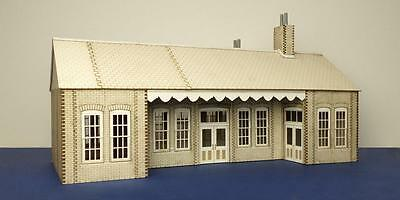 O gauge (7 mm) early 20th century country railway station type 2  - LCC B 70-04