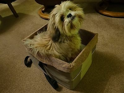 Car dog puppy carrier, dog seat used 1x only used 1x