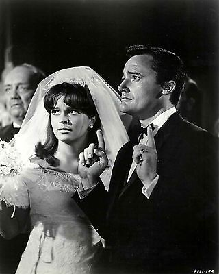 "Robert Vaughn & Leticia Román In ""the Spy In The Green Hat""  8X10 Photo (Zy-615)"