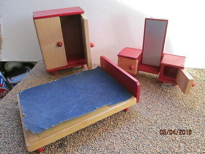 Lot Of Wooden Dolls House Furniture For The  Bedroom - Very Good Used